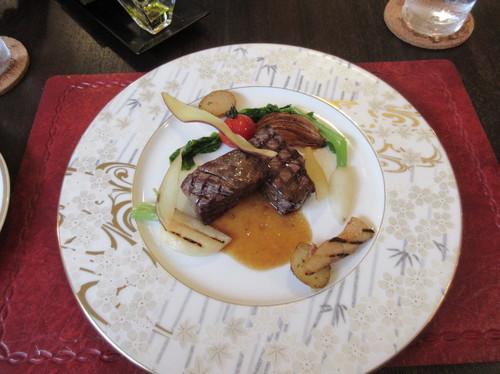 レジーナ:肉料理.JPG